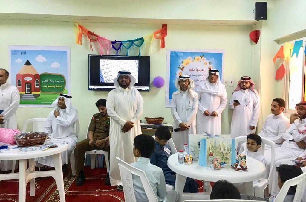 جمعية منار للإعلام بجازان تشارك الطلاب في أول ساعة بعامهم الجديد